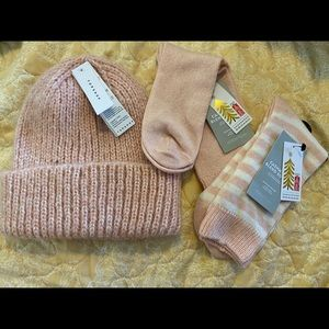 Top shop + Nordstrom set cashmere socks and hat S7